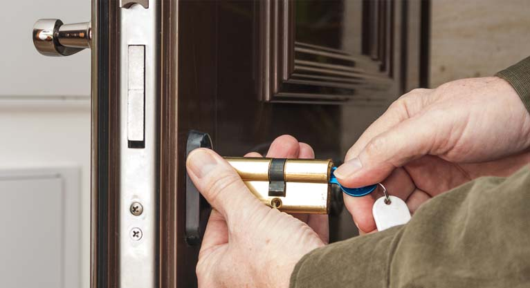 HOW TO KNOW IF A LOCKSMITH IS REPUTABLE